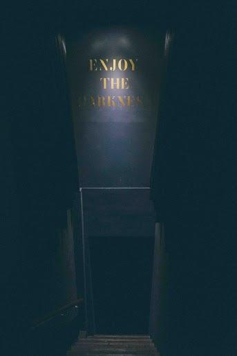 無光晚餐 通往黑暗的樓梯