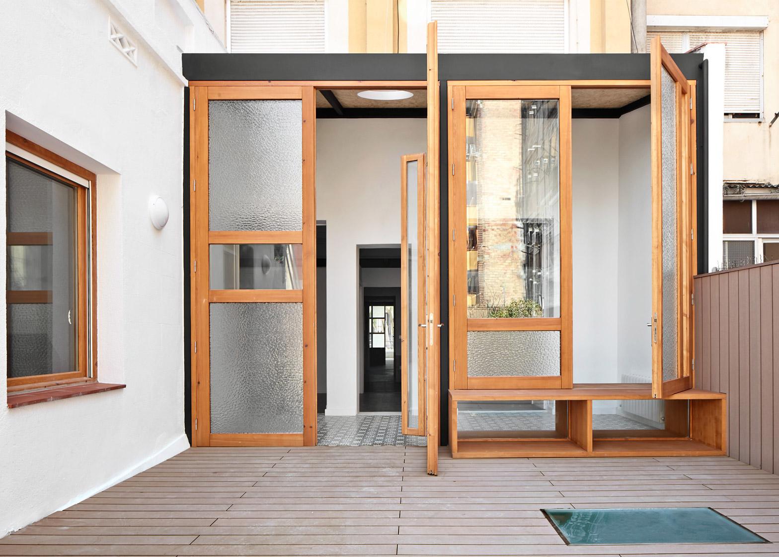 Tamarit-Apartment_Ras-Arquitectura_dezeen_1568_8
