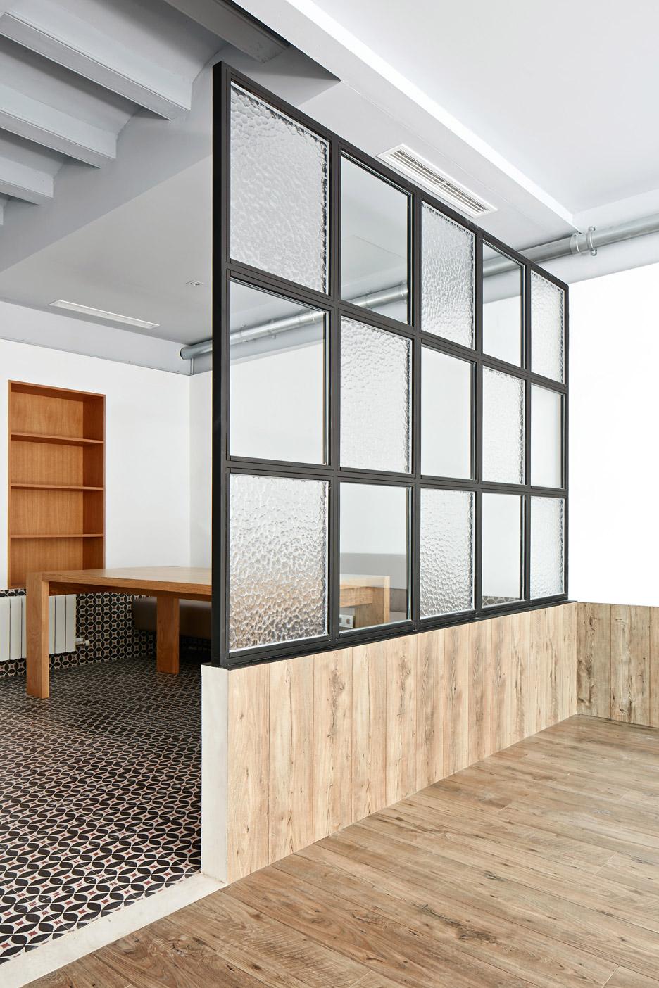 Tamarit-Apartment_Ras-Arquitectura_dezeen_936_4
