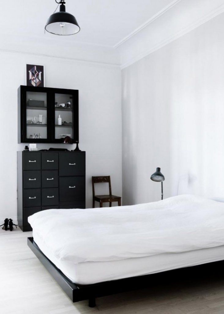 Yvonne-Kone-Apartment-Line-Klein-for-Elle-Decoration-Est-Magazine-Remodelista-7-733x1026