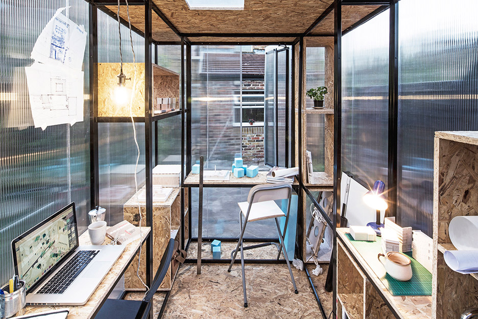 minima-moralia-tomaso-boano-jonas-prismontas-london-installation-social-issues-creativity-pop-up-spaces-architecture-backyards-experiment-modular-steel_dezeen_936_5
