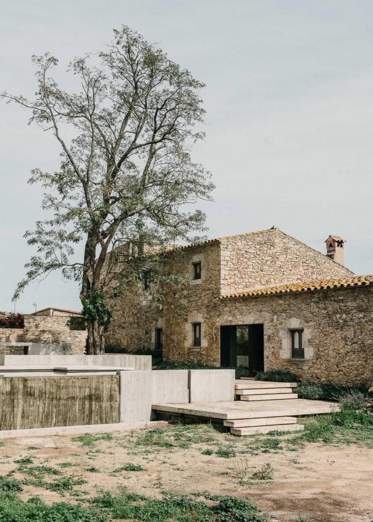 Castell-de-peratallada-gardenista-6-768x1076